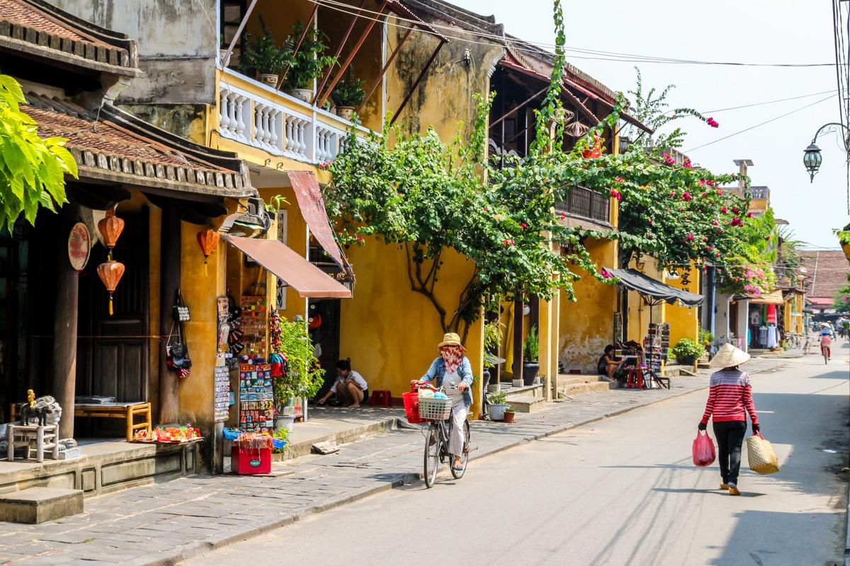 Entre calles, souvenirs y arquitectura tradicional, Hoi An