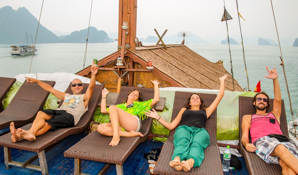 A gusto en el deck, Halong Bay