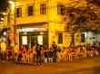Turistas y juventud a bia hoi (cañas), Hanoi